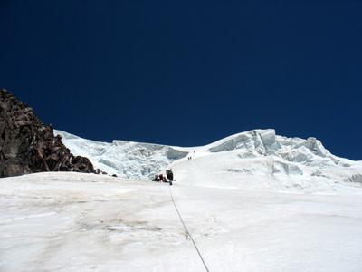Альпинисты МАИ преодолевают ключ маршрута