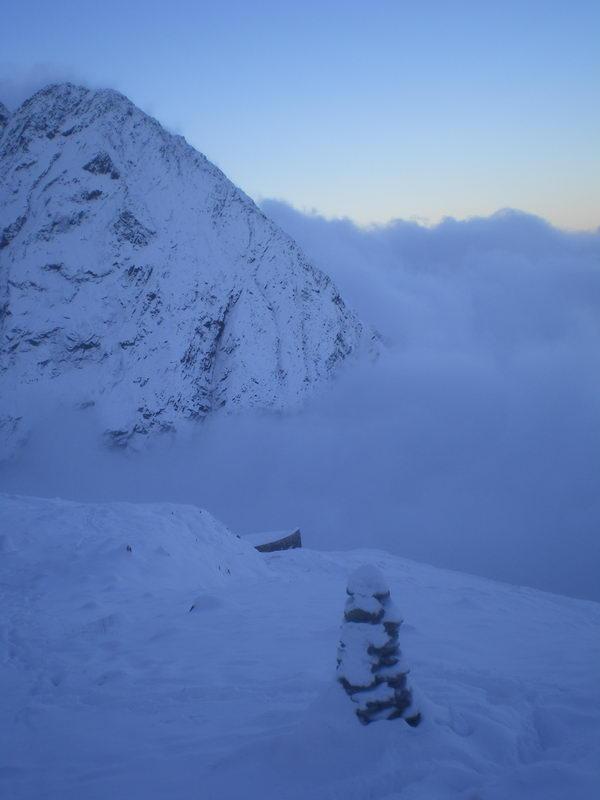 Орлиное гнездо (около 2400), выпало 30 см. снега....посмотреть следующее фото...